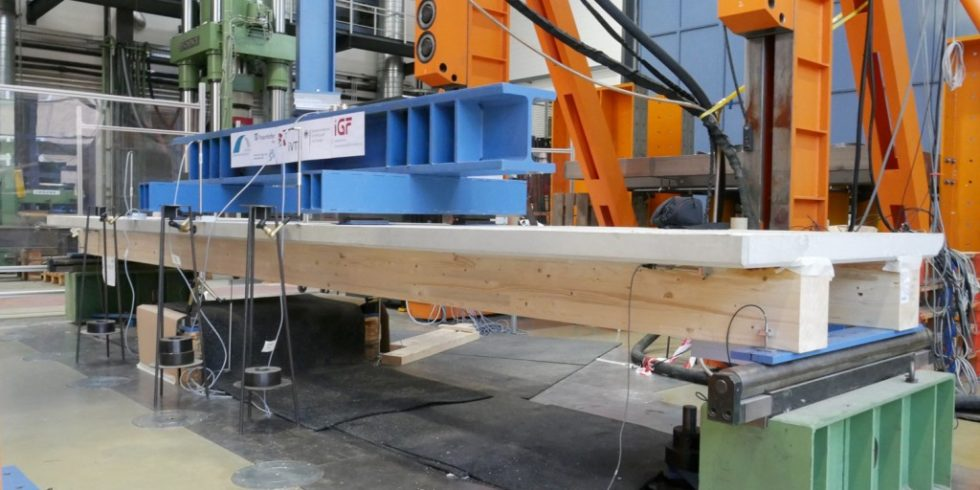 Tragfähige Holz-Beton-Verbundelemente sind mit einer neuen Kelebtechnik möglich. Foto: Universität Kassel I Jens Frohnmüller