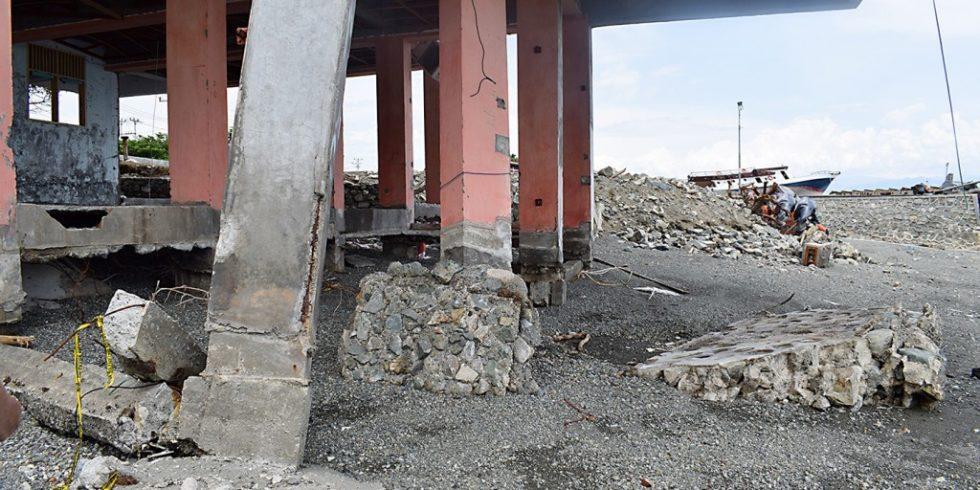 Tsunami haben zerstörende Auswirkungen auf Gebäude. Foto: Clemens Krautwald, TU Braunschweig