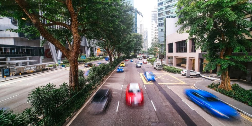 Umgebungslärm entsteht z.B. durch vorbeifahrenden Autoverkehr in der modernen Stadt. Foto: PantherMedia/danilum