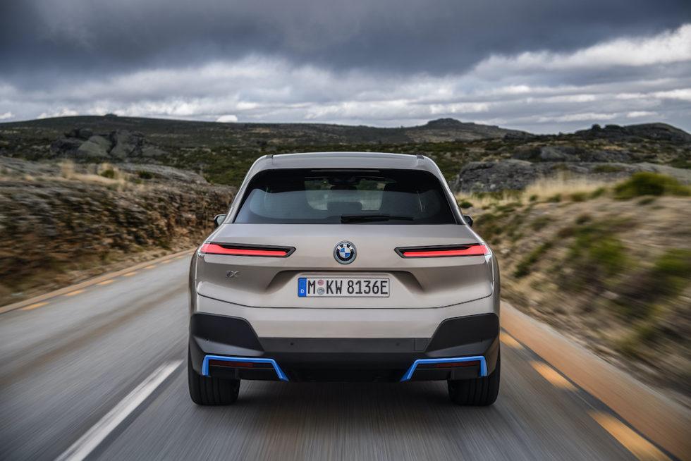 Das Heck des neuen BMW iX