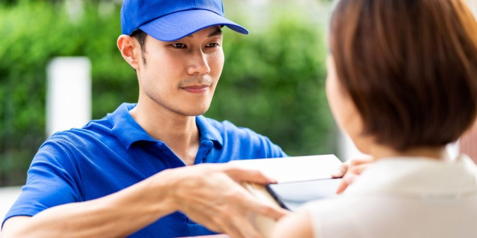 Verbraucher sind mit der Zustellung von Waren zufrieden und zeigen mehr Toleranz für verzögerte Lieferungen. Dies ergab eine repräsentative Umfrage, die das IFH Köln durchführte. Foto: panthermedie.net/Vichaya Kiatying-Angsulee