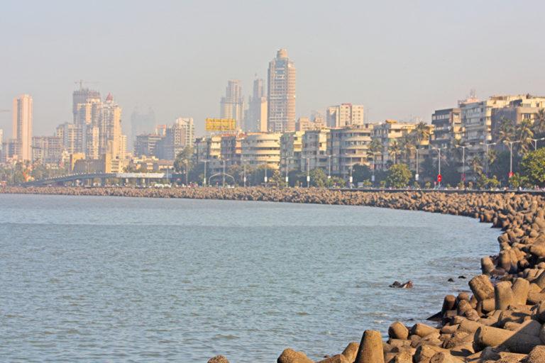 Mumbai Skyline mit Strand