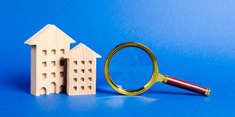 """Wer genau hinschaut, kann die Kosten für eine Sanierung im Heizungskeller deutlich reduzieren: Das KfW-Paket """"Energieeffizient Bauen und Sanieren"""" unterstützt den Einbau von Blockheizkraftwerken in Mehrfamilienhäusern. Foto: panthermedia.net/iLixe48 (YAYMicro)"""