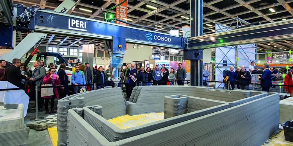 Demonstration des individuellen 3D-Beton-Drucks auf einer Fachmesse. Foto: PERI