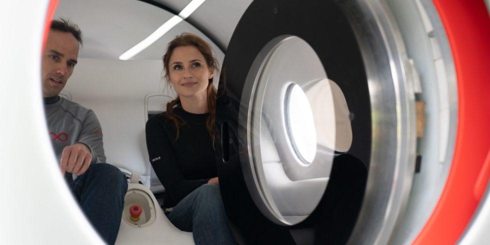 Passagiere im Virgin Hyperloop