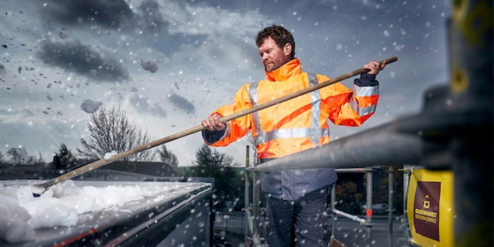 Viele Speditionen schwören auf Enteisungsgerüste für die Beseitigung von Eis- und Schnellplatten auf Lkw-Dächern. Foto: Gemeinhardt Service GmbH