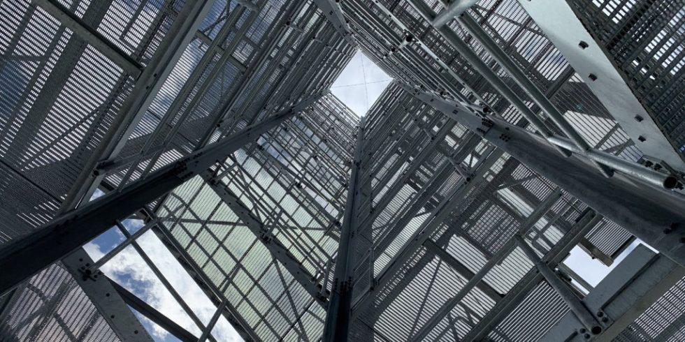Das Demnstrator-Hochhaus entstand in den letzten Jahren für das SFB 1244. Foto: Stefanie Weidner/Universität Stuttgart/ILEK