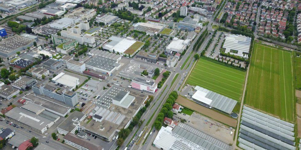 In Fellbach sind Landwirtschaft und Gewerbe durch eine Straße getrennt. Dass soll sich im IBA'27-Projekt ändern. Foto: Stadt Fellbach