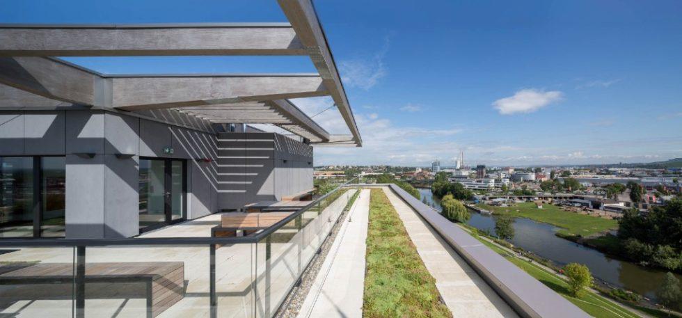 Das höchste Holzhochhaus in Deutschland gewinnt den Deutschen Nachhaltigkeitspreis Architektur. Foto: Tobias D. Kern