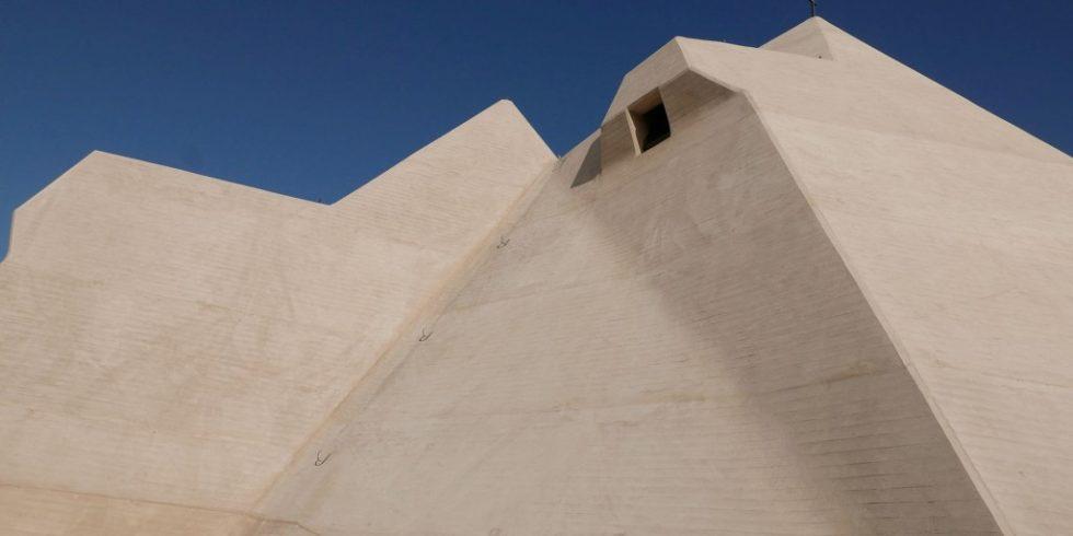 An der obersten Pyramide des Mariendoms in Neviges kam Textilbeton zum Einsatz. Er ist einer der Zukunftsbaustoffe auch bei der Betoninstandsetzung. Foto: Rita Jacobs
