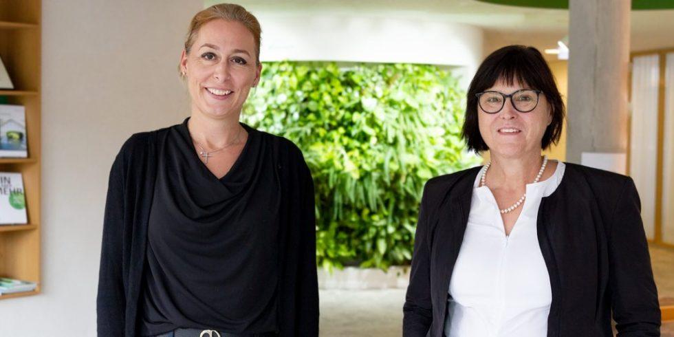 Die DGNB (Links: Christine Lemaitre, Geschäftsführender Vorstand DGNB e.V)  und die IBA (Rechts: Karin Lang, kaufmännische Geschäftsführerin IBA'27 GmbH) haben einen Kooperationsvertrag beschlossen. Foto: DGNB