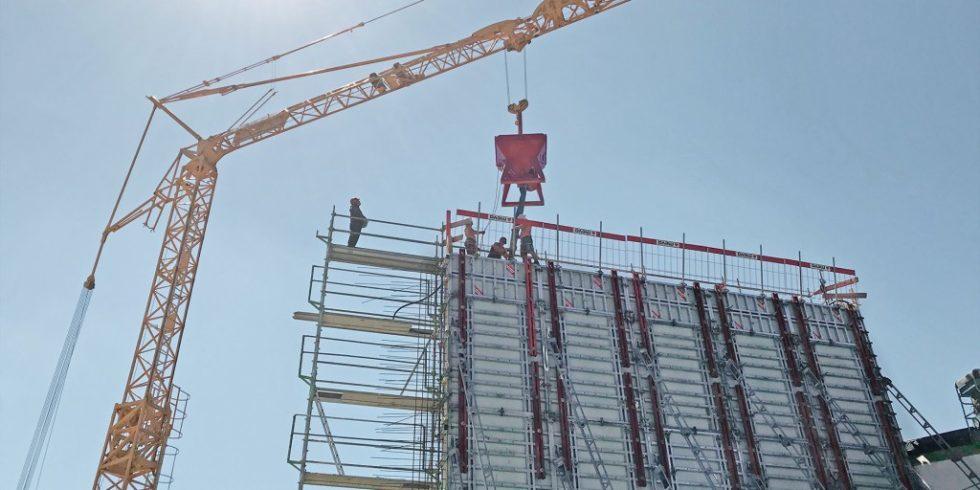 Die Zeitersparnis auf Baustellen ist notwendig und durch innovative Schalungen möglich. Foto: MEVA