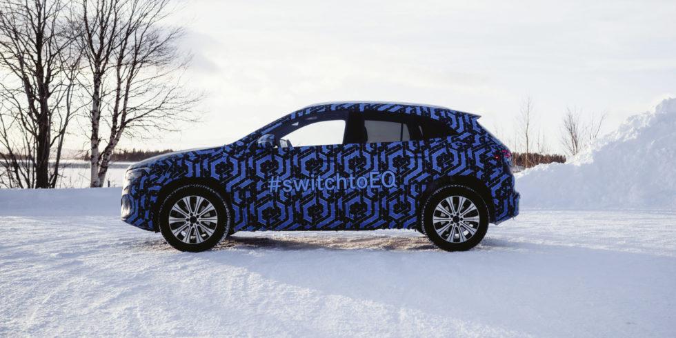 Daimler switch to EQ Schrift auf Auto
