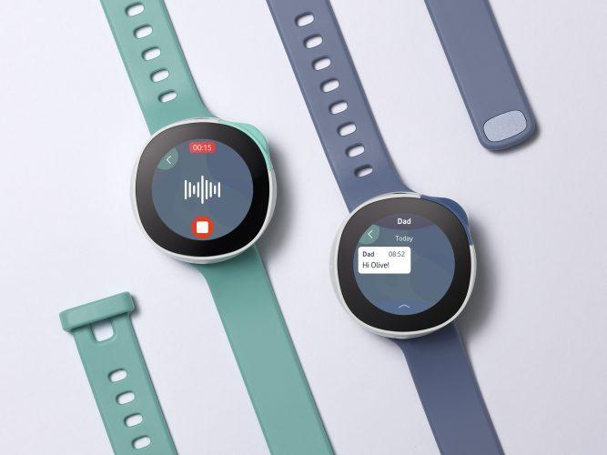 Zwei Smartwatches liegend
