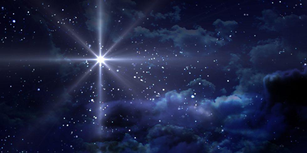 So stellt man sich vielleicht den Stern von Bethlehem vor. Tatsächlich könnte hinter der biblischen Geschichte ein reales Ereignis am Himmel stecken. Ein ähnliches Spektakel kann man 2020 beobachten, wenn Jupiter und Saturn sich sehr nah kommen. Foto: panthermedia.net/realcg