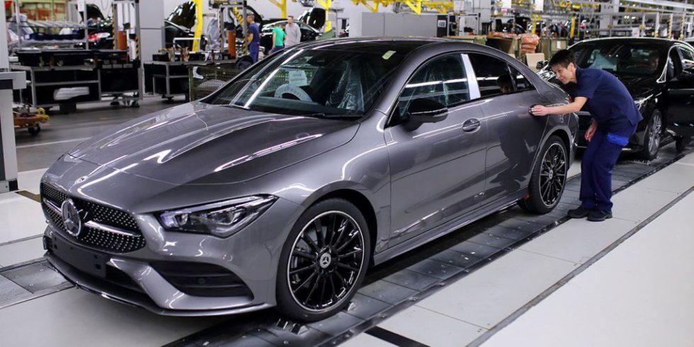 Im Automotive-Bereich werden die Werksarbeiter/innen mithilfe von KI-Lösungen bei der Produktion immer effizienter unterstützt. Foto: Daimler
