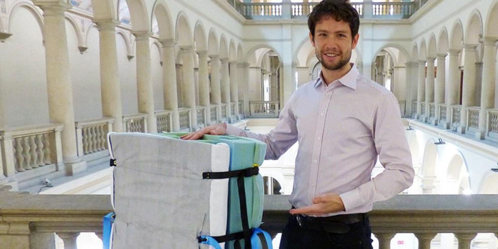 Julian Ferchow hat mit einem 20-köpfigen Forscherteam ein Wendesystem für Patienten entwickelt.  Foto: Julian Ferchow / pdz