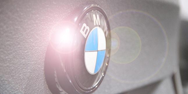 BMW Logo am Auto