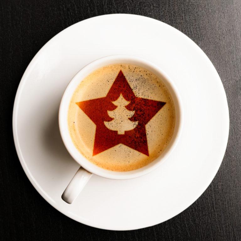 Stern als Milchschaum Vorlage Kaffeetasse