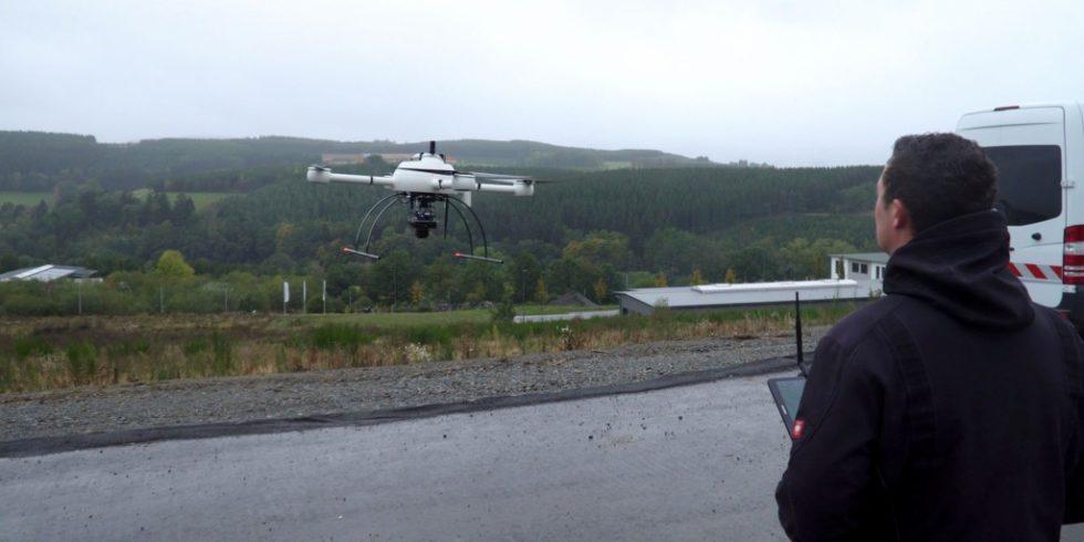 Im Industriegebiet waren im laufenden Betrieb große Flächen mit relativ wenig Vegetation zu befliegen, die durch die eingesetzte Drohne fotografisch festgehalten und dokumentiert wurden. Foto: RIB Software