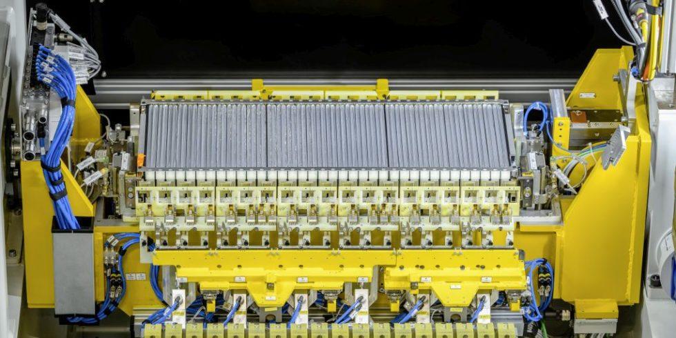 Fertigung von Batteriesystemen für den Mercedes-Benz EQC  bei der Mercedes-Benz Tochter Accumotive in Kamenz. Foto. Daimler AG