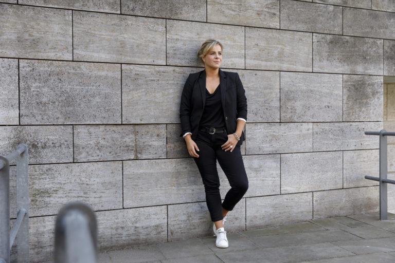 Mona Neubaur ist Diplom-Pädagogin, war bis 2007 Referentin für Öffentlichkeitsarbeit beim Ökostromanbieter Naturstrom AG und wechselte dann zur Heinrich-Böll-Stiftung NRW. 2014 wurde sie zur Landesvorsitzenden der Grünen NRW gewählt. Foto: Bündnis 90/Die Grünen