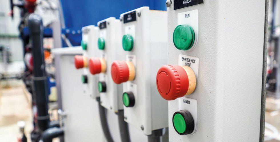 Bild 1Elektromechanische Schaltgeräte müssen jederzeit absolut zuverlässig funktionieren. (Bild: chinnawat – stock.adobe.com)