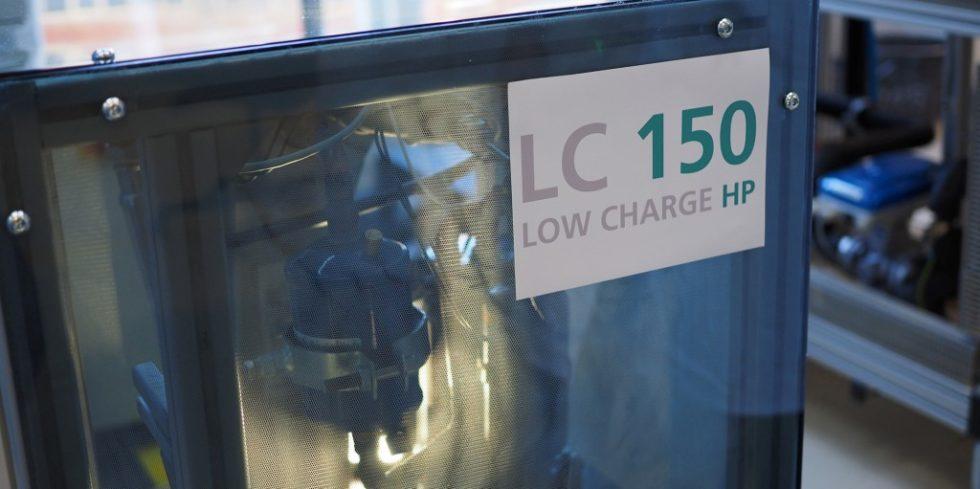 Mit einer am Fraunhofer ISE entwickelten Wärmepumpe testet das Forschungskonsortium den Einsatz von Propan als Kältemittel. Foto: Fraunhofer ISE