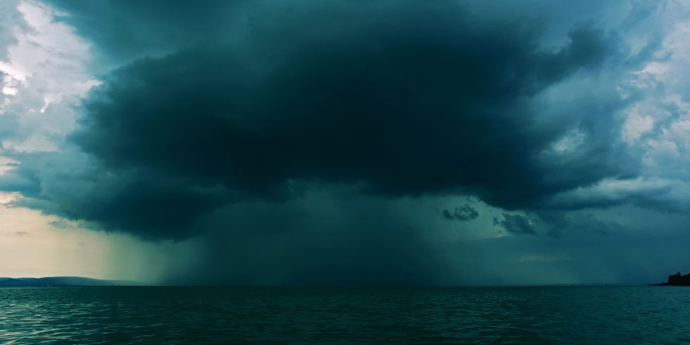 Wissenschaftler haben einen neuen Mechanismus entdeckt, durch den Aerosole Gewitter in tropischen Regionen verstärken können. Foto: MIT