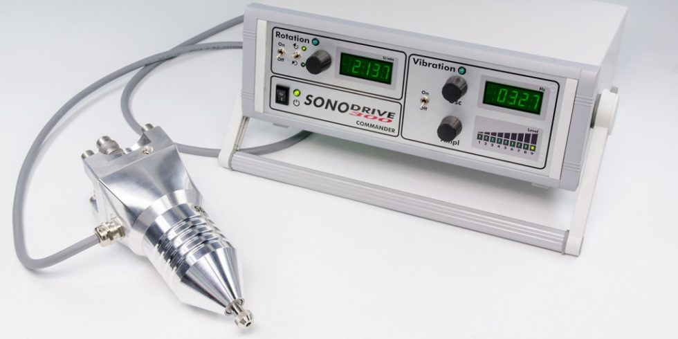 """Bild 1. """"Sonodrive300"""" mit Ansteuerung. Bild: Fraunhofer IMM"""