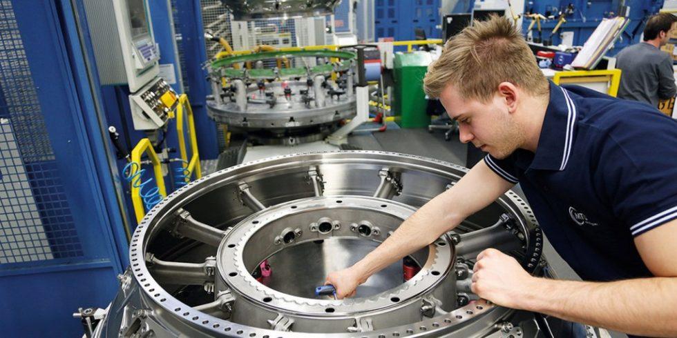 Bild 1. Das Turbinenzwischengehäuse eines GEnx-Triebwerks dient als Demonstrationsbauteil des Projektpartners MTU Aero Engines für die hybrid-additive Fertigung durch Laserauftragschweißen (LMD) mit dem neuen Bearbeitungskopf. Bild: MTU