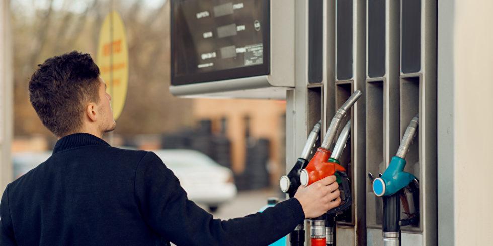 Verbraucher müssen aufgrund einer Kohlendioxid-Abgabe mit steigenden Benzinkosten rechnen. Foto: panthermedia/NomadSoul