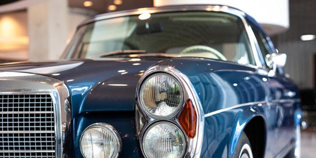 Front eines alten Mercedes Benz