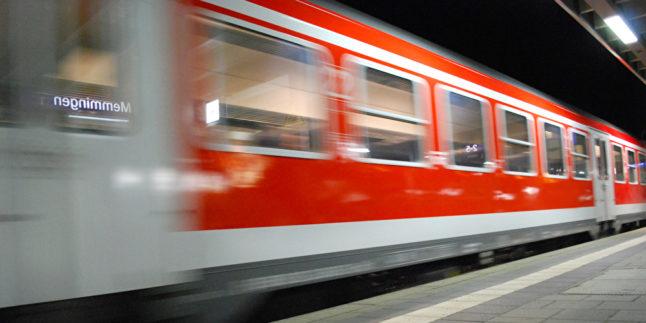 S-Bahn saust vorbei