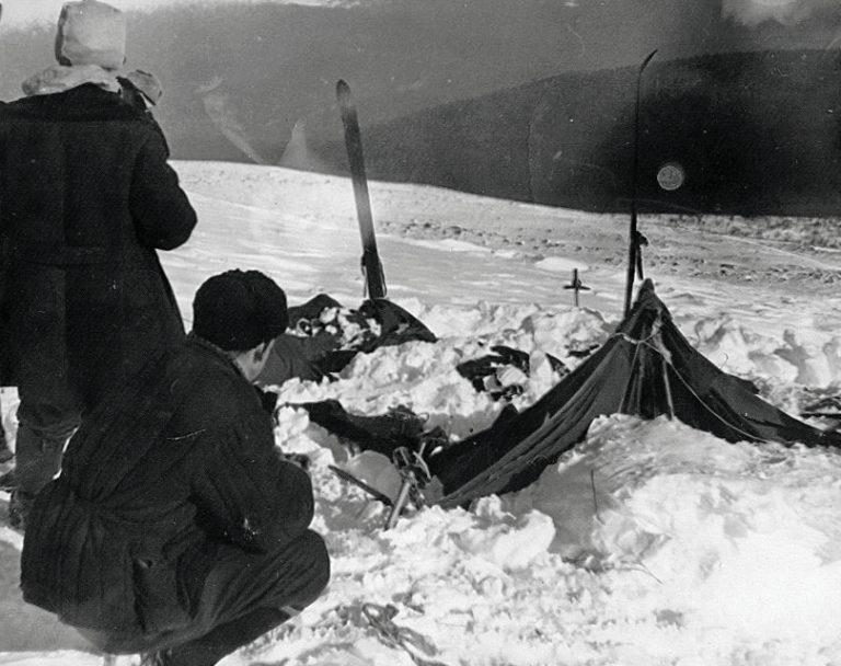 Opfer einer Lawine? Rettungskräfte an der Fundstelle. Foto: Djatlow-Gedächtnisstiftung