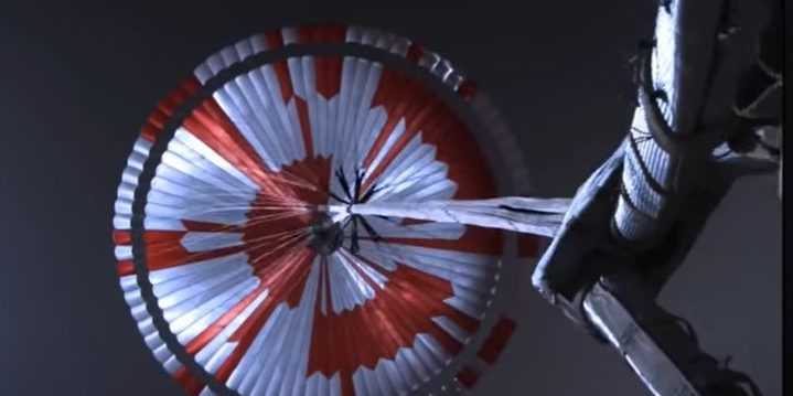 Der Fallschirm von Nasa-Mars-Rover Perseverance enthält eine geheime Botschaft. Foto: Screenshot/Nasa