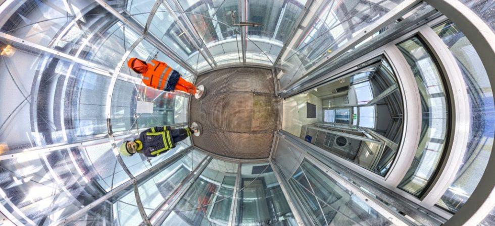 Die Wasserdichte bei Starkregen wird im Gore eigenen Rain-Tower getestet. Quelle: W.L. Gore & Associates