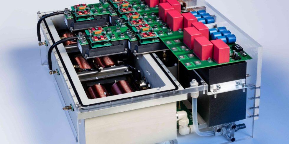 Am Fraunhofer ISE entwickelter 250-kVA-Wechselrichter-Stack mit 3,3-kV-SiC-Transistore. Foto: Fraunhofer ISE