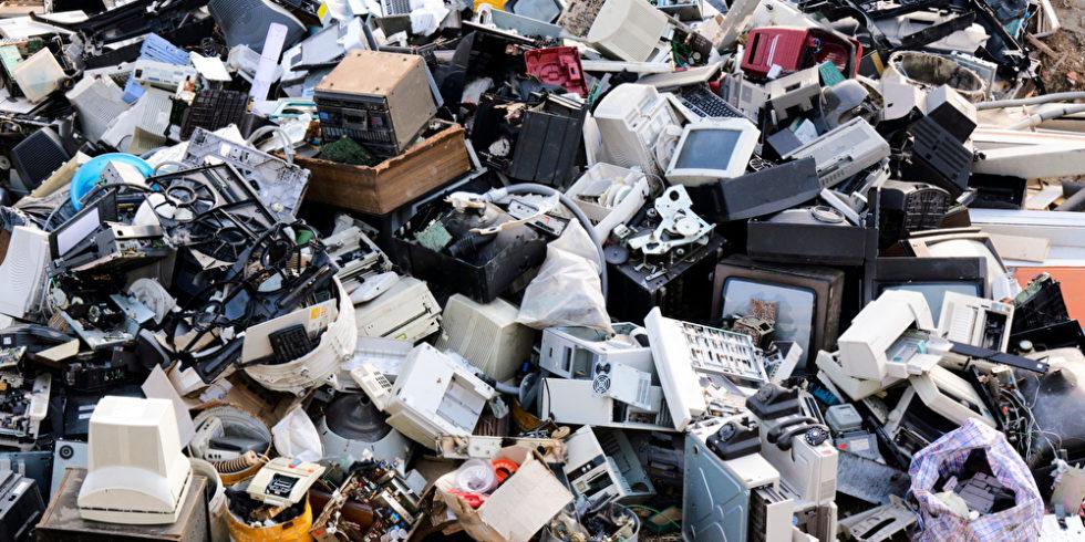 Biologisch abbaubare Schaltkreise und Displays könnten dazu beitragen, Berge mit Elektroschrott zu verringern.  Foto: Panthermedia.net/uroszunic