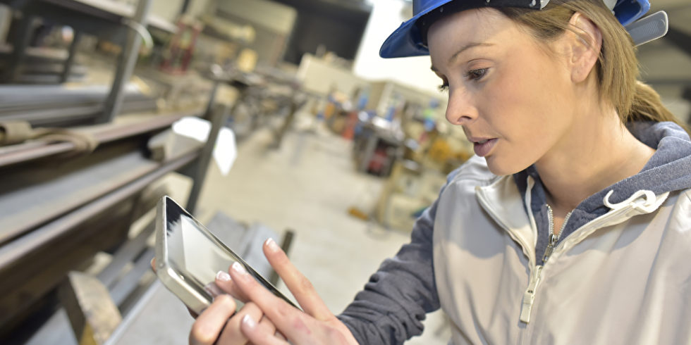 Der Anlagenbau gilt als digitaler Treiber des Ingenieurwesens. Aber werden Absolventen im Studium genügend vorbereitet? Foto: Panthermedia.net/Goodluz