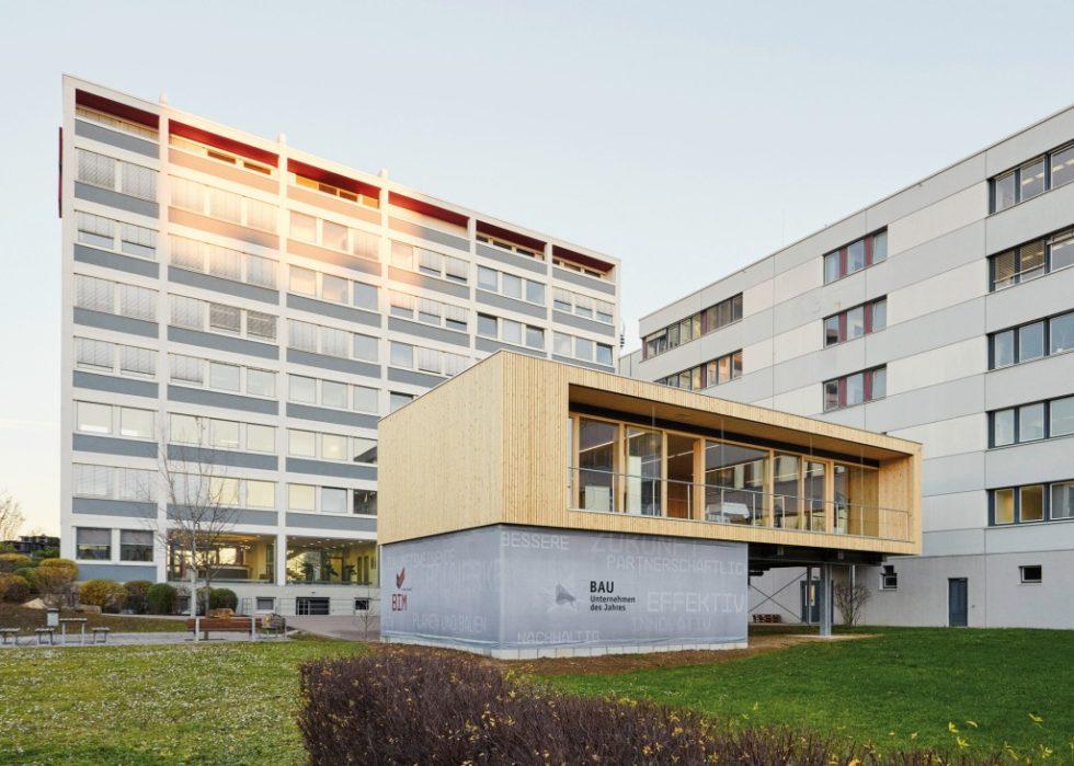 """Damit die Projektbeteiligten bei BIM-Projekten auch räumlich zusammenarbeiten können, hat Wolff & Müller in der Stuttgarter Unternehmenszentrale den """"BIG-Room"""" eingerichtet."""