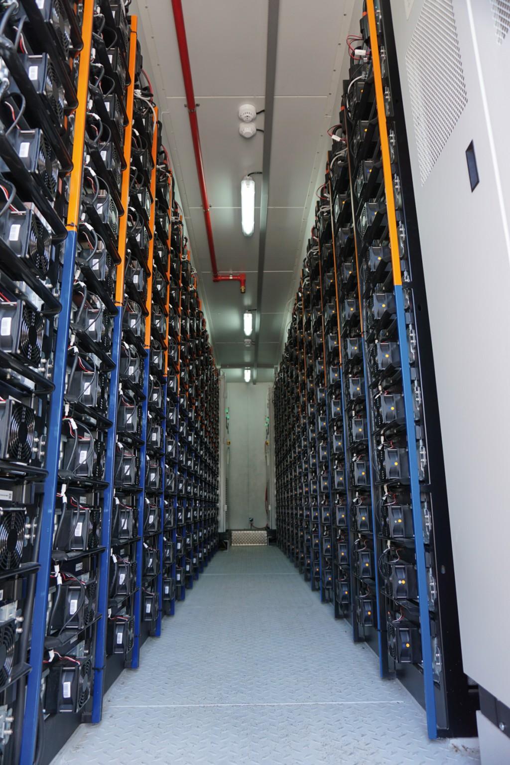 Jeder Container enthält 336 aktiv gekühlte Batteriemodule.