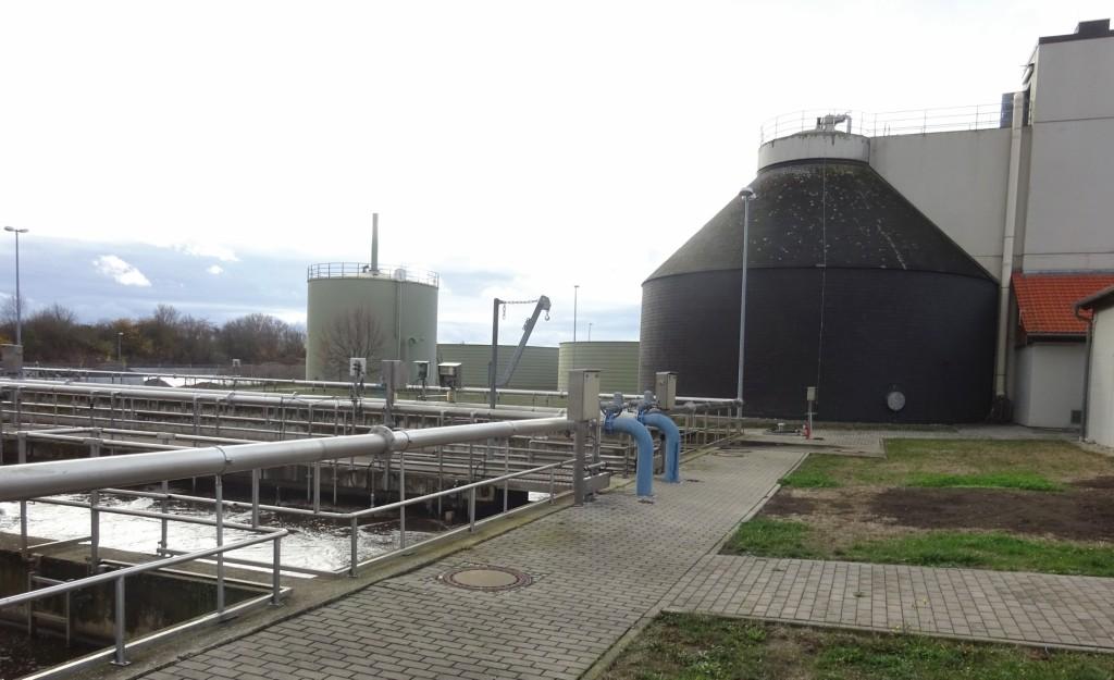 Faulgase aus einem Faulturm können in KWK-Anlagen zur Strom- und Wärmeerzeugung genutzt werden.