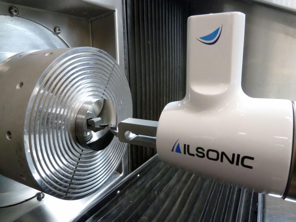 """""""ILSonic"""" – monolithischer Ultraschallschwinger zur Stahlbearbeitung mit Diamant."""
