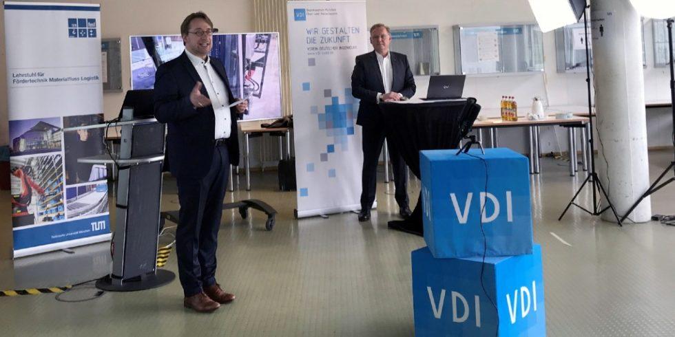 Johannes Fottner (links) und Christian Jacobi haben den diesjährigen Materialfluss-Kongress von Garching aus begleitet. Foto TUM/Susanne Höcht