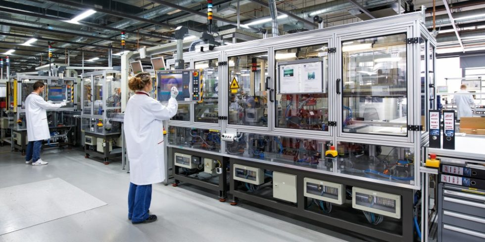 Huf Hülsbeck & Fürst entwickelt und produziert für die Automobilindustrie in der ganzen Welt mechanische sowie elektronische Schließsysteme, Reifendruckkontroll-Lösungen und Telematik-Systeme.