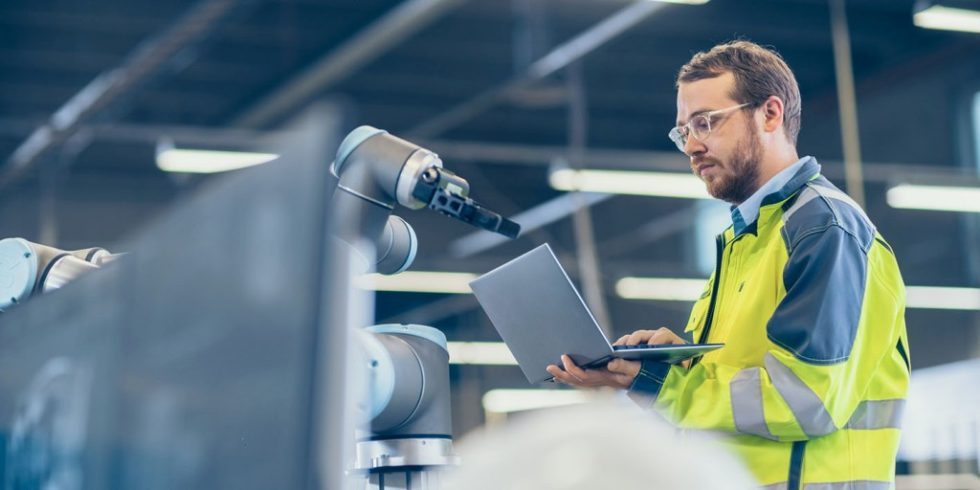 """Moderne Soft- und Hardware ebnet den Weg für die digitale Produktion, das """"Manufacturing 4.0"""". Foto: Dassault Systèmes"""