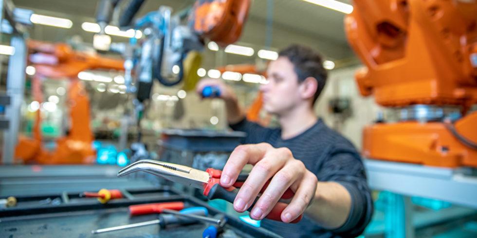 Jobs in der Autoindustrie: Fachkräfte sind gefragt - allerdings sind einer Studie zufolge viele Jobs für Praktikanten. Foto: Panthermedia.net/Edophoto