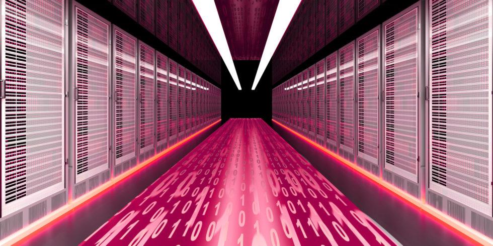 Rechner pinker Weg mit Zahlen