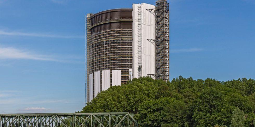 In den nächsten sechs Wochen wird das Gerüst am Gasometer zurück gebaut - die Sanierung ist abgeschlossen. Foto: PERI Deutschland